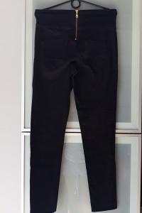 Czarne spodnie rurki rozmiar M...