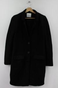 Czarny klasyczny płaszcz Jacqueline de Yong