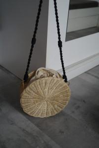 MANGO torebka wiklinowa koszyk okrągła z paskiem i kieszonką