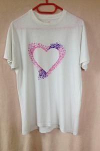 Biała koszulka z delikatnym sercem serce różowe fioletowe oversize M S 36 38 używana DIY ręcznie malowana