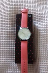 koralowy zegarek