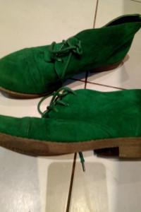 Zielone zamszowe botki...
