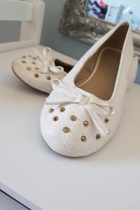 Białe buty baleriny...