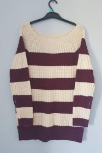 Sweter w bordowe pasy