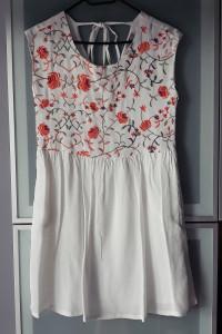 Nowa sukienka kwiaty haft Forever21 rozmiar S