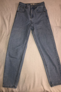 Mom jeansy...