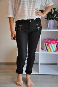 Czarne elastyczne spodnie...