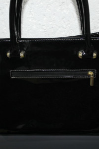 Czarna torebka lakierkowa...