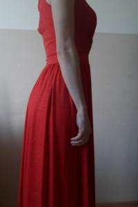 Długa czerwona suknia