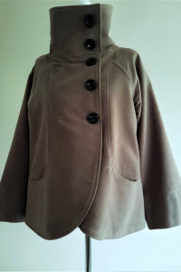 Krótki rozkloszowany płaszczyk M Zara