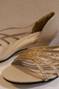 Złone sandałki 39