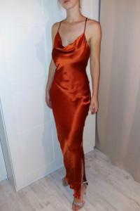 Miedziana sukienka maxi satynowa z gołymi plecami wiązana Asos 34