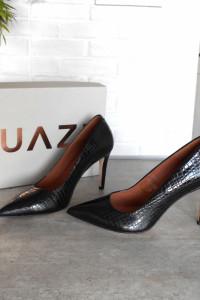 Quazi nowe czarne skórzane szpilki skora minimalizm