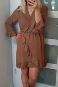 Sukienka w kolorze karmelowym