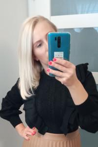 Sweter z warkoczowym splotem i falbanami w kolorze czarnym KRÓTKI do wysokich spódnic
