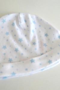 Biała czapka w gwiazdki 0 3 miesięcy