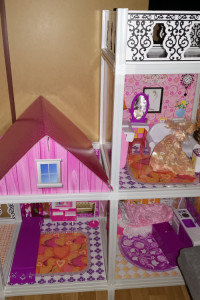 Duży domek dla lalek z akcesoriami