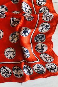 NOWA apaszka czerwona znaki zodiaku 50x50 cm...
