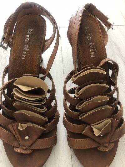 Sandały CCC Brązowe sandały damskie obcas 37 buty na lato skórka karmelowe