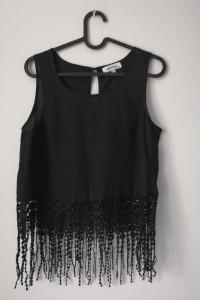 Wyjątkowa czarna bluzka z frędzlami r 38