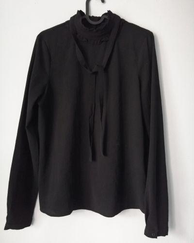 Koszule Czarna nietuzinkowa koszula Vero Moda z wstążkami i mini żabotem S nieużywana