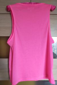 Różowa koszulka o luźnym kroju