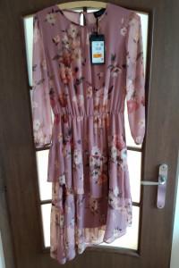 Sukienka midi w kwiaty Mohito...