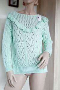 Ażurowy sweter falbanka