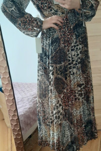 Długa sukienka z motywem zwierzecym...