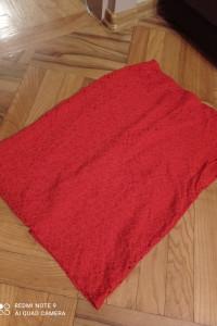 Czerwona koronkowa spódnica...
