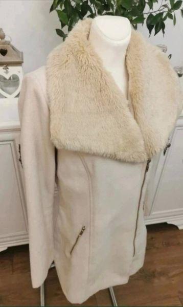 Odzież wierzchnia Krótki beżowy płaszczyk 40