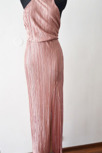 Plisowana pudrowa sukienka długa maxi rozporek Nly Eve S bal we...