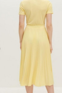 Żółta plisowana sukienka...