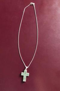 Nowy srebrny łańcuszek z krzyżem zielone cyrkonie 925