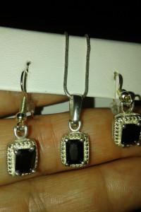 Komplet biżuterii ze srebra 925 i czarnego kryształu