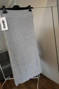 Sweterkowa szara spódnica tuba