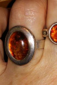Bursztynowy pierścionek