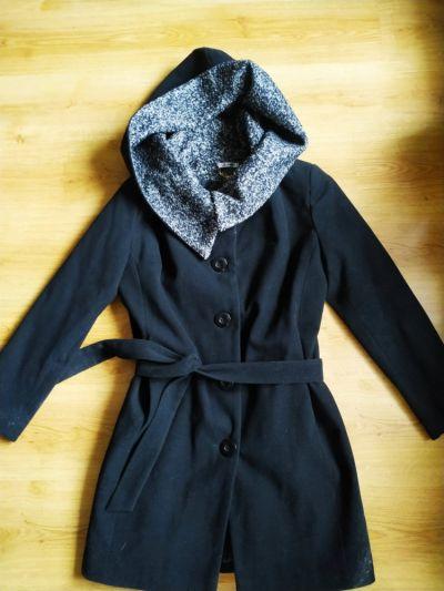 Odzież wierzchnia Czarny płaszcz kaptur ocieplany Simge 42 44