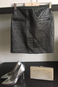 czarna pikowana spódnicva...
