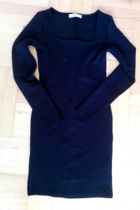 Mała czarna dopasowana sukienka XS waflowana