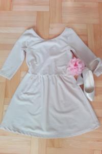Kremowa beżowa rozkloszowana sukienka stradivarius XS S dekolt ...