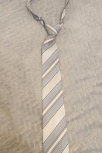 Krawat i szaro białe paski...