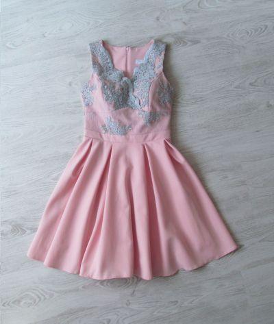 Suknie i sukienki Pudrowa sukienka z haftem i koronką S ala Lou dress