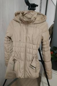 Beżowa kurtka top secret XS pikowana