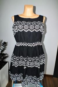 Czarna sukienka z białym haftem Atmosphere r 44...