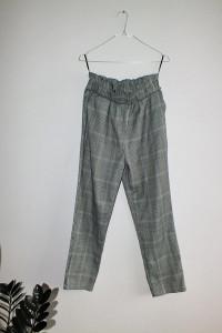 Eleganckie spodnie w kratę z podwyższonym stanem