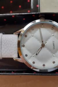 Zegarek bennita avon