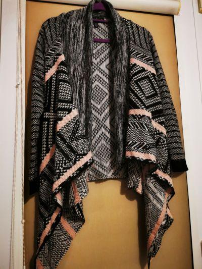 Swetry Asymetryczna narzutka sweter