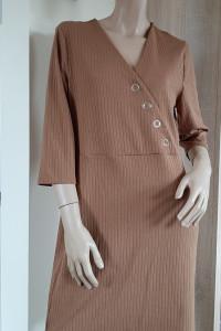 Karmelowa sukienka prążek...