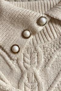 Sweter z ozdobną aplikacją...